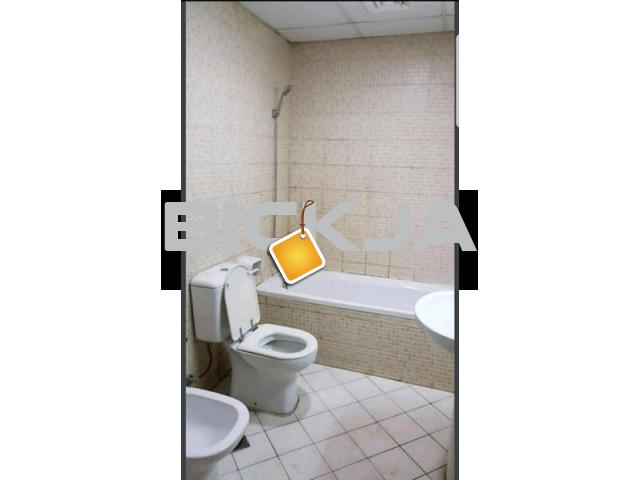 DEAL OF THE DAY..BIG SIZE MASTER BEDROOM WITH ATTACHED BATHROOM AVAILABLE JUST IN 2000.. HURRY UP - 4/4