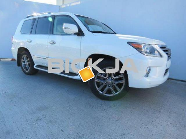 2014 White Lexus lx 570 low km - 4/4