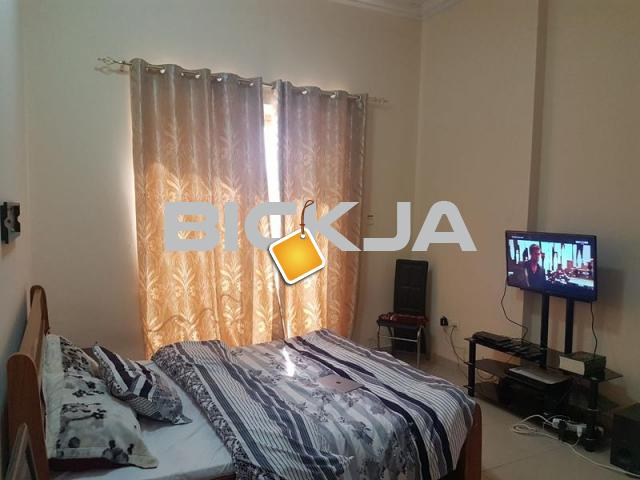 Classy Fully Furnished Master Room with Attached Bathroom and Free Parking - 1/1
