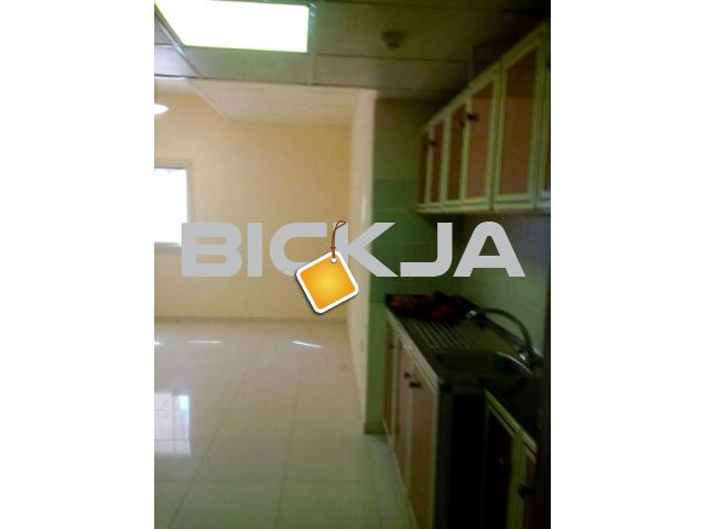 Furnished Rooms Families and Bachelors In Golden Sands and Bank Street Bur Dubai - 1/1