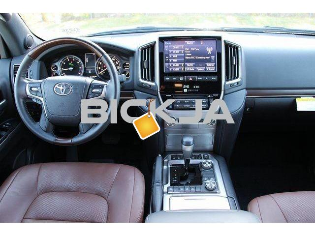 LAND CRUISER 2016 WITH 8-SPEED AUTO TRANSMISSION - 2/4